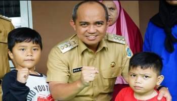Lapor Oknum Warga Buang Sampah, Dua Anak TK Dapat Penghargaan dari Wali Kota