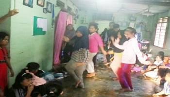 Latih Siswa SD Tari Dincak, Ini Cara Mahasiswa Stop Krisis Penari Daerah