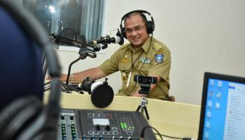 Lewat Radio, Gubernur Erzaldi Bongkar Rahasia Masa Kecil, Ternyata Pengen Jadi TNI