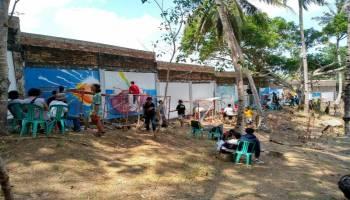 Luar Biasa 33 Seniman Beradu Mural di Pantai Batu Kodok