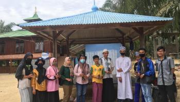 Mahasiswa KKN Desa Kimak Berikan 200 Bibit Tanaman ke Pesantren Daarul Iman