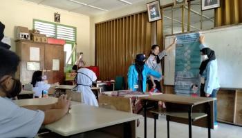 Mahasiswa KKN Desa Pagarawan Ajari Siswa SD Metode Smart Spin Math