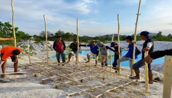 Mahasiswa KKN UBB Desa Cit Kembangkan Wisata Kolong Biru