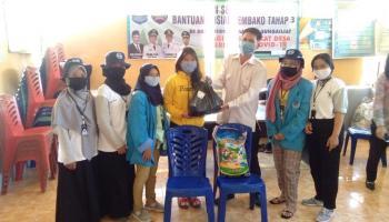 Mahasiswa KKN UBB Desa Rebo Bantu Salurkan Paket Sembako Kepada Warga Terdampak Pandemi