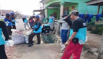Mahasiswa KKN UBB Gerakkan Pemuda Permis Bersih-Bersih Desa