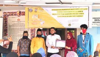 Mahasiswa KKN UBB Kace Timur Sosialisasi Perizinan dan Label Produk UMKM