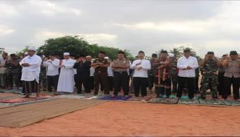 Marak Karhutla Dan Sulitnya Air, Pemkab Basel bersama TNI Polri Gelar Sholat Istisqo