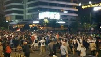 Massa Aksi 22 Mei Masih Lakukan Perlawanan ke Aparat di Tanah Abang