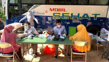 Masyarakat Batu Belubang Antusias Dapat Layanan Gratis dari Mobil Sehat PT Timah