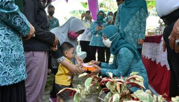 Melati Erzaldi Monitoring Makanan Tambahan Desa Terong