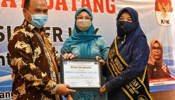 Melati Erzaldi Wisuda 150 Siswa Sekolah Perempuan Sekuntum Melati