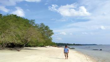 Mencari Damai di Pantai Debilai