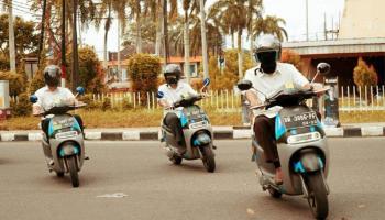 Mengaspal dengan Senyap, Manajemen PLN Babel Keliling Kota Gunakan Sepeda Motor Listrik