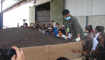 Menteri Pertanian dan Gubernur Erzaldi Lepas Ekspor Cangkang Sawit Senilai 11 Miliiar ke Jepang