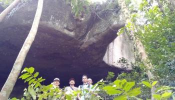 Misteri Goresan Merah di Dinding Goa Bukit Batu Kepale, Saat Diraba Terasa Basah