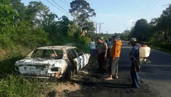 Mobil Sedan Hangus Terbakar di Desa Air Limau