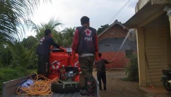 Mobil Semprot Disinfektan PMI Babel Sisir Gang di Kelurahan Kejaksaan