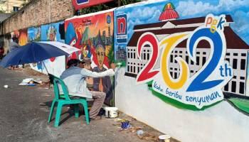 Mural Hiasi Dinding Pasar Jalan Trem