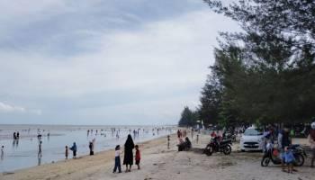 Pantai Jadi Pilihan Masyarakat Babel Liburan Tahun Baru