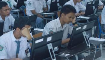 Pantauan Wagub Dalam Pelaksanaan UNBK Dalam Bingkai Foto