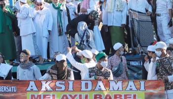 PARADE FOTO: Berlangsung Damai! Ratusan Massa Front Melayu Babel Bersatu Gelar Unjuk Rasa di DPRD Babel Tolak RUU HIP