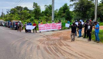 Pasca RDP dengan Komisi IV DPR RI, Perwakilan Warga Disambut Ratusan Massa
