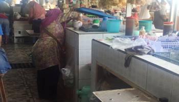 Pedagang di Pasar Muntok Keluhkan Meja untuk Jualan yang Tinggi