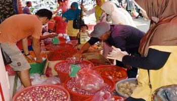 Pedagang Mulai Nyetok Sembako Menjelang Ramadhan