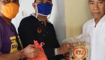 Peduli Dampak Covid-19, Satgas Narkoba Kecamatan Pemali Bagikan Sembako Ke Masyarakat