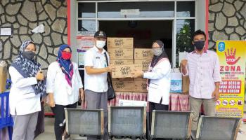 Peduli Korban Banjir, PT BAA Berikan Bantuan Air Minum dan Makanan