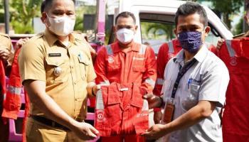 Peduli Lingkungan, PT Timah Bantu Alat Pengangkut Sampah di Babar dan Seragam Satgas Smile Pangkalpinang