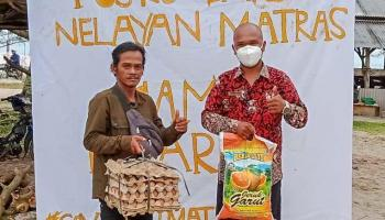 Peduli Nelayan Matras, Yayasan Pejuang Kemanusiaan Bangka Berikan Bantuan Beras dan Telur