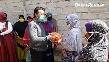 VIDEO: Peduli Pandemi, H. Korari Salurkan Bansos kepada 80 KK Desa Jelutung.