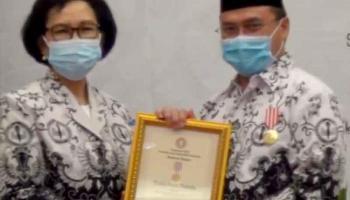 Peduli Pendidikan, Gubernur Erzaldi Raih Anugerah Dwija Praja Nugraha dari PGRI