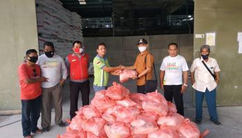 Peduli Penduduk Sekitar Perusahaan, PT. BAA Kembali Salurkan Paket Sembako Ke Warga Kenanga