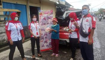 Peduli Sesama Daya Motor Belitung Bagikan Paket Sembako dan Masker Gratis