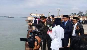 Pejabat Bangka Barat Tabur Bunga di Dermaga Unmet Muntok