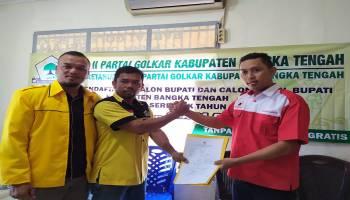 Peluang Berkoalisi, Didit Srigusjaya Resmi Ambil Formulir Pendaftaran Calon Bupati Melalui Partai Golkar