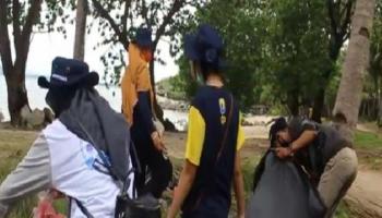 Pembersihan dan Pemilahan Sampah di Pantai Bio Pulau Tiga Bersama KKN Desa Deniang