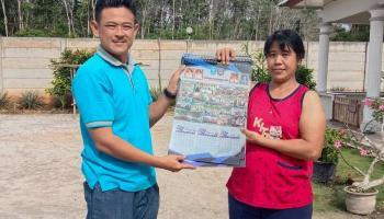 Pemdes Bukit Layang Bagikan Kalender Kepada Masyarakat