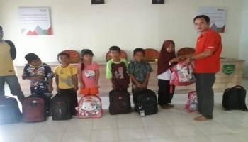 Pemdes Munggu Berikan Bantuan Beasiswa Bagi Anak Kurang Mampu dan Yatim Piatu