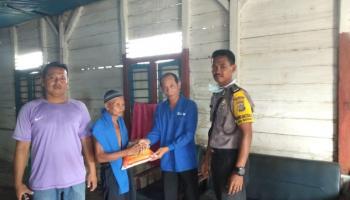 Pemdes Namang dan Tim Relawan Bagikan Sembako Gratis untuk Warga Kurang Mampu di Tengah Wabah Corona