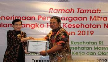 Pemkab Bangka Tengah dan PT BBL Raih Penghargaan Mitra Bakti Husada