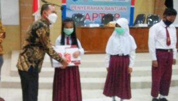 Pemkab Bangka Terima Bantuan 30 Unit Laptop Program CSR Indomart