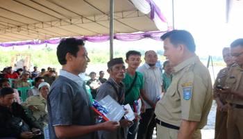 Pemkab Banteng Bantu Alat Pertanian dan Bibit kepada 150 Petani Lada