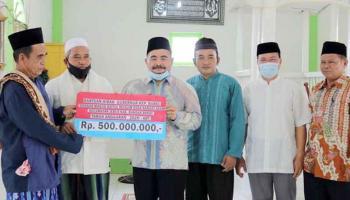 Pemprov Babel Serahkan Bantuan kepada Masjid Baitul Muslim Desa Ranggi Asam