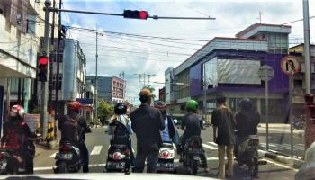 Pengamen Tanpa Masker Mulai Meramaikan Trafick Light di Kota Pangkalpinang