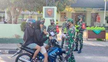 Pengguna Jalan di Toboali Dapat Berkah Ramadan dari Koramil
