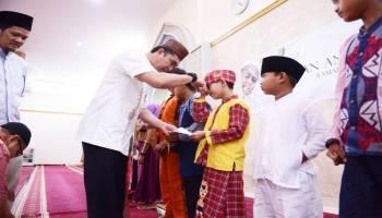 Pengurus Masjid Al-Furqon Santuni 160 Anak Yatim