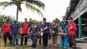 Peringatan HPN, Sekda Bangka Bersama Wartawan Fogging Rumah Warga